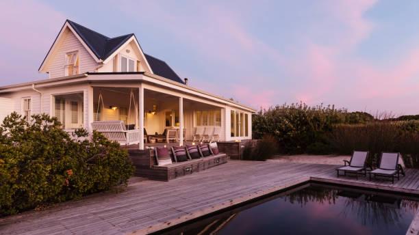 Maison de vacances avec piscine et terrasse en bois en bord de mer