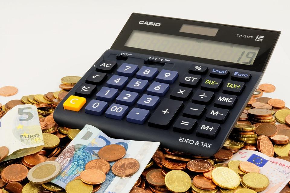 Calculatrice servant à faire ses compte pour calculer ses revenus complémentaires